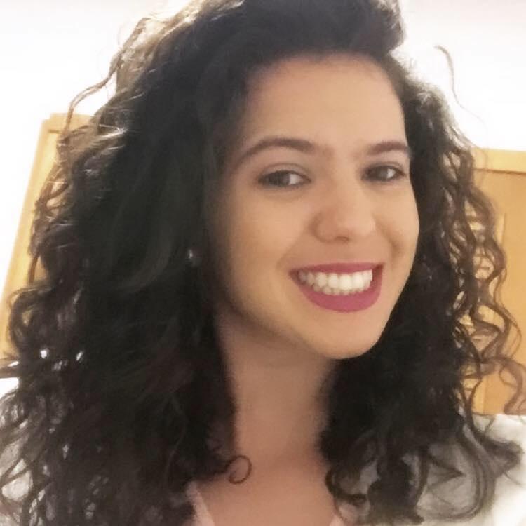 Profa. Caroline da Silva Fava